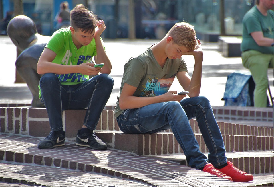 teens cell phone